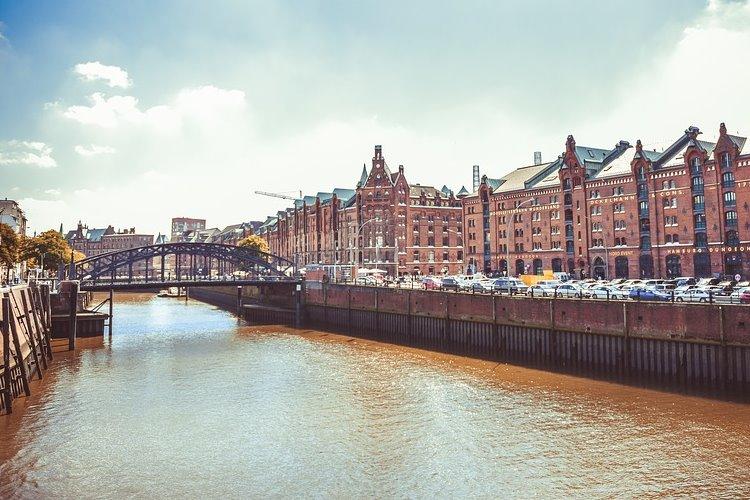 Shopping Erlebnisse in der Hansestadt Hamburg – St. Pauli, die Elbe und der Jungfernstieg im Fokus